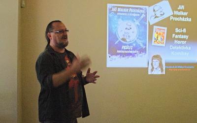 Má maličkost se představuje na začátku semináře o literárních dílnách